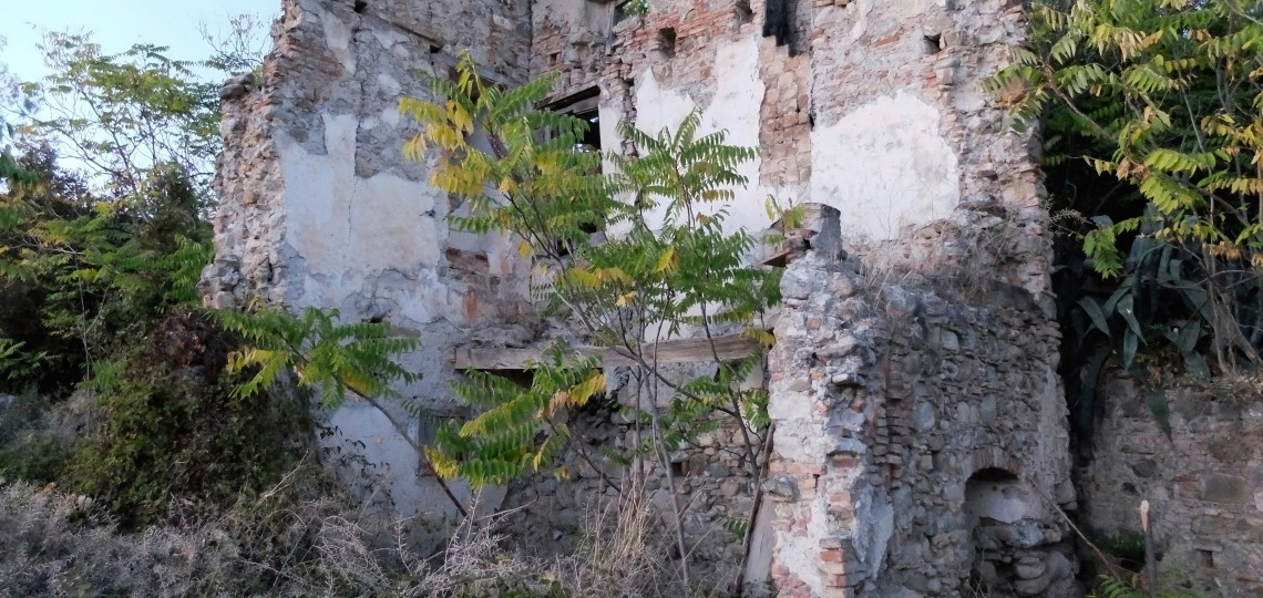 What remains of Orazio's childhood home, next door to his elementary school and just below the entrance to Palazzo Piana.